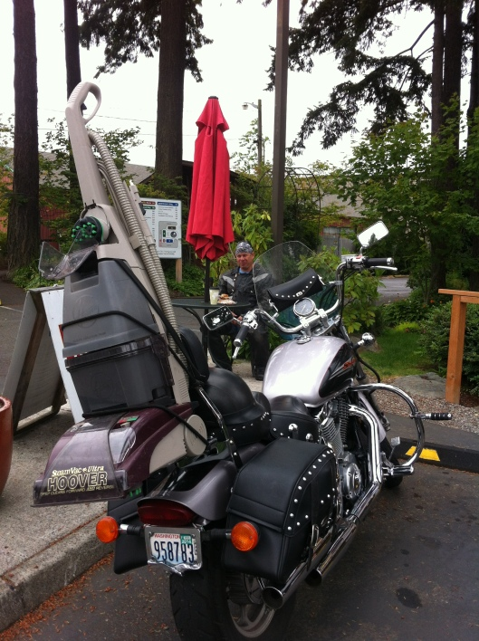 Motorcycle carrying steam cleaner